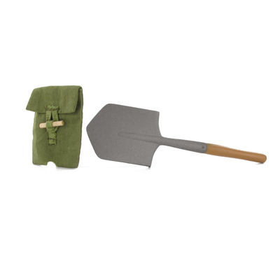 Russian entrenching tool with carrier
